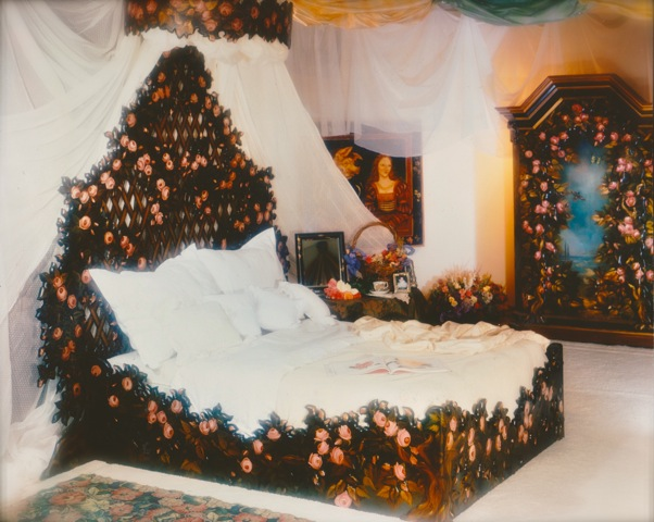 Rose trellis trompe l oeil carved and painted bed pamela silin palmer 1998 the art hand - Trompe loeil hoofd bed ...